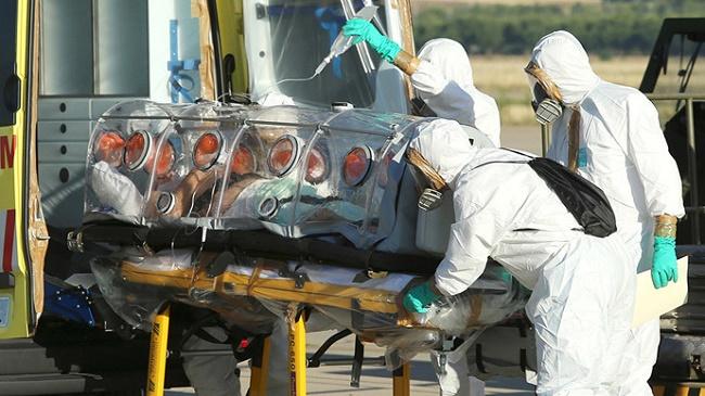 Ebola medico infettato inizia trattamento sperimentale