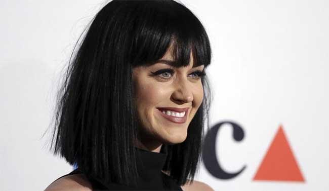 Katy Perry se la prende con i fotografi pervertiti