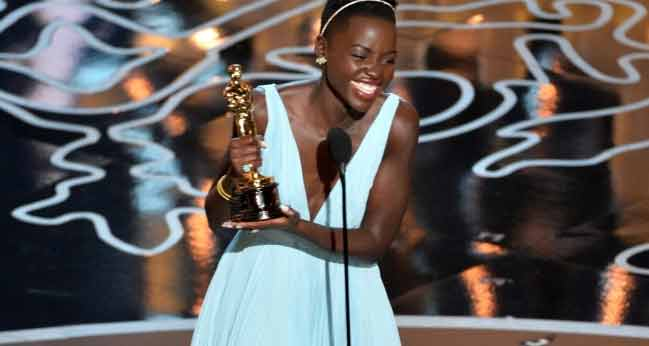 Ad Hollywood rubano abito di Lupita