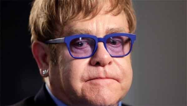 Elton John cambia versione e ama Dolce & Gabbana
