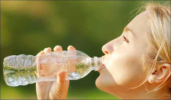 Bere acqua combatte il sovrappeso provato