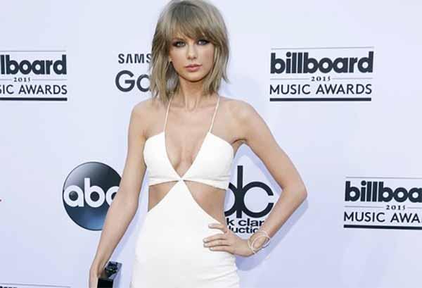 Taylor Swift imbarcata di premi al Music Awards
