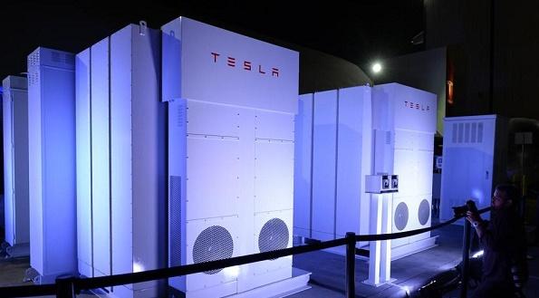 Tesla le batterie Powerpack e Powerwall per energia pulita