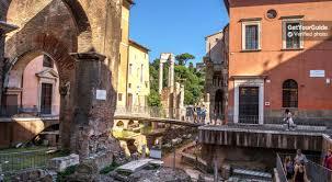 Roma, scena a luci rosse tra i rifiuti di Trastevere