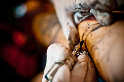 Tatuaggi e piercing rischio epatite in molti casi