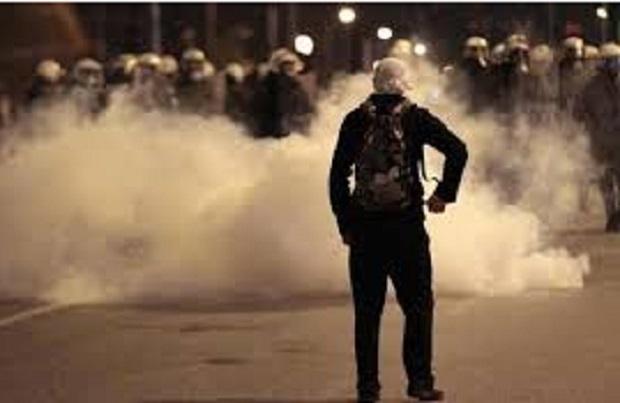 atene-lacrimogeni-davanti-al-parlamento