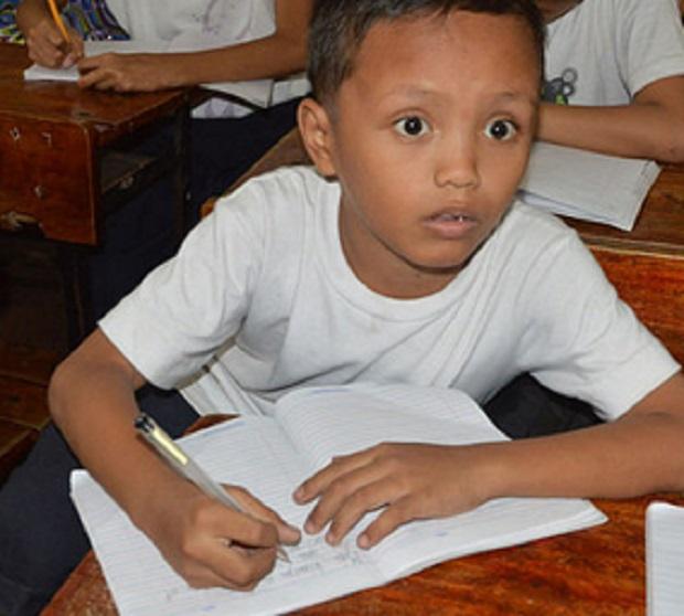 bimbo-filippino-simbolo-delle-ingiustizie