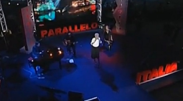 parallelo-italia-ayane-abbandona-il-palco