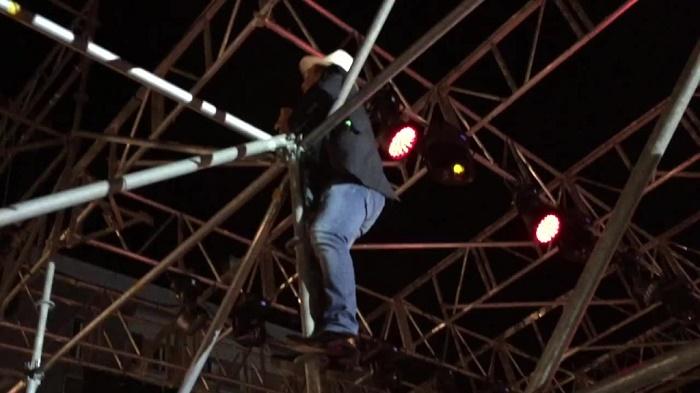 Al Bano non solo cantante ma anche acrobata