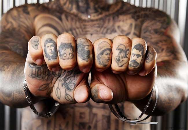Tatuaggi gli italiani li amano ma sono anche pentiti