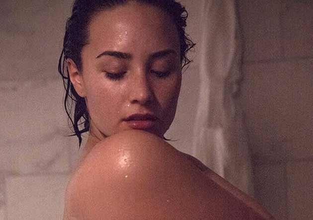 Demi-Lovato-completamente-nuda-posa-per-VanityFair