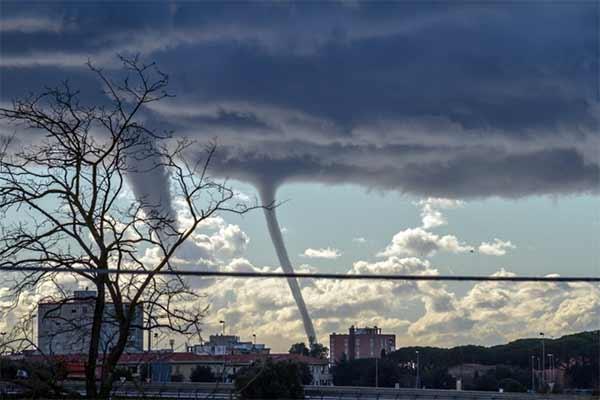 Maltempo-trombe-daria-a-Livorno