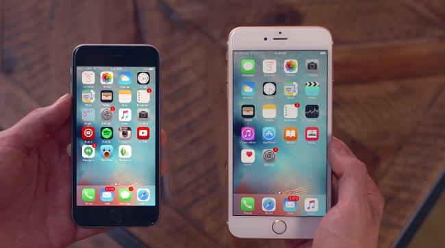 """Il tanto atteso smartphone della Apple è finalmente arrivato in città, le file agli store, le prenotazioni, insomma il nuovo dispositivo della mela morsicata ha fatto il botto come al solito. Apple difficilmente sbaglia qualcosa, anche se il mercato di tendenza sembra cominciare a stufarsi dei dispositivi con display molto ampi, ma quelli di Cupertino ci hanno provato e così il nuovo iPhone 6S lo troviamo in due versioni, quella standard con display da 4,7 pollici e la versione iPhone 6S Plus con display da 5,5 pollici. C'è da premettere che i primi dati circa le vendite, rivelano che gli utenti hanno deciso, nonostante i costi non proprio alla portata di tutti, di mettere da parte la versione base con storage da 16GB e acquistare quella da 64GB e 128GB, visto che non c'è possibilità di futuri upgrade. Così mentre le prime scorte sono praticamente quasi al termine e dunque bisogna già attendere la seconda ondata di rifornimenti, si fanno i conti in tasca alla Apple per queste prime vendite che hanno praticamente dato uno schiaffo ai costi del nuovo dispositivo iPhone. Per quanto riguarda questo gioiello della mela morsicata, partendo dal presupposto del sistema operativo iOS 9.1, disponibile ai primi di novembre, se non per il termine di ottobre, lo smartphone dell'azienda di Cupertino punta forte sulla tecnologia display 3D Touch, che è riuscita a """"viziare"""" i fedelissimi iPhone. Ovviamente quando si prende in mano un iPhone, in questo caso il nuovo iPhone 6S, si parte dalla qualità dei materiali utilizzati, al design, passando per l'hardware, non dimentichiamo il nuovo chip A9, così come la sezione fotografica con una fotocamera capace di arrivare a ben 63 MegaPixel in formato panoramico. I prezzi li conosciamo un po' tutto ormai, ma possiamo rinfrescare la memoria con i modelli base, il primo quello dell'iPhone 6S versione standard a partire da 669 euro, mentre il secondo iPhone 6S Plus a partire da 779 euro."""
