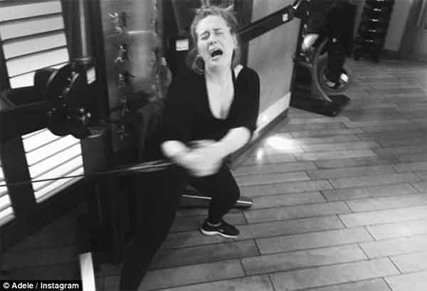 Adele mostra i suoi sforzi in palestra per stare in forma