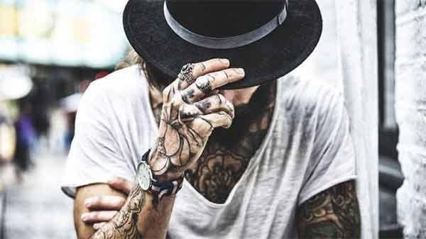 Tatuaggi-blackout-arriva-la-nuova-moda-anche-in-Italia