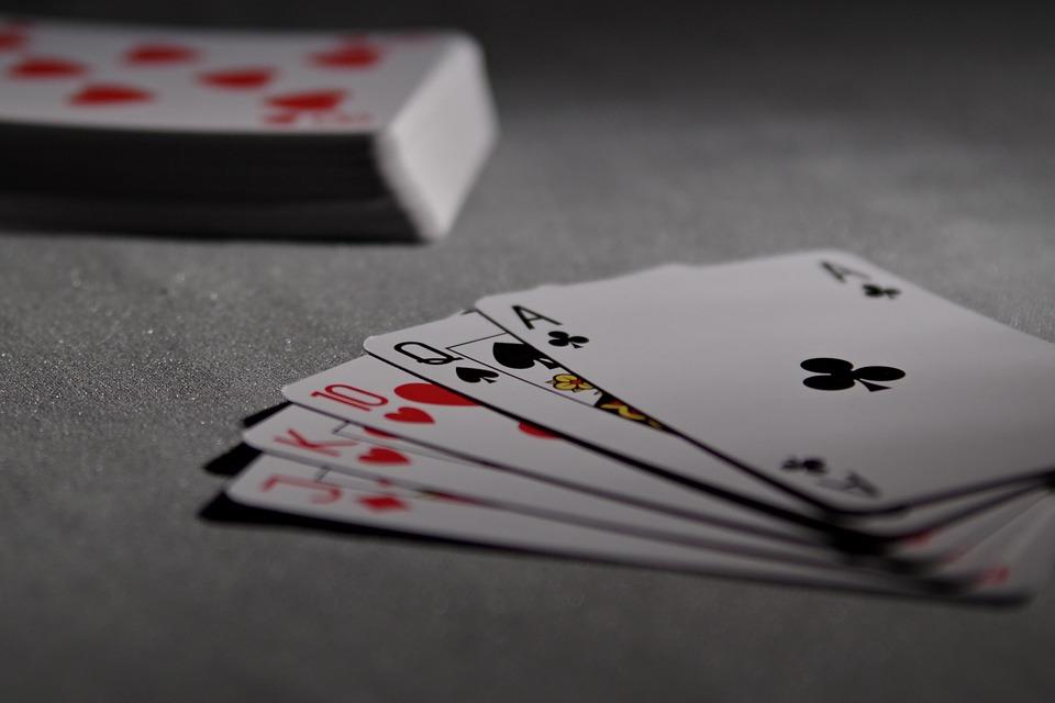 Poker a torneo, spesa italiani giugno 2016 in calo