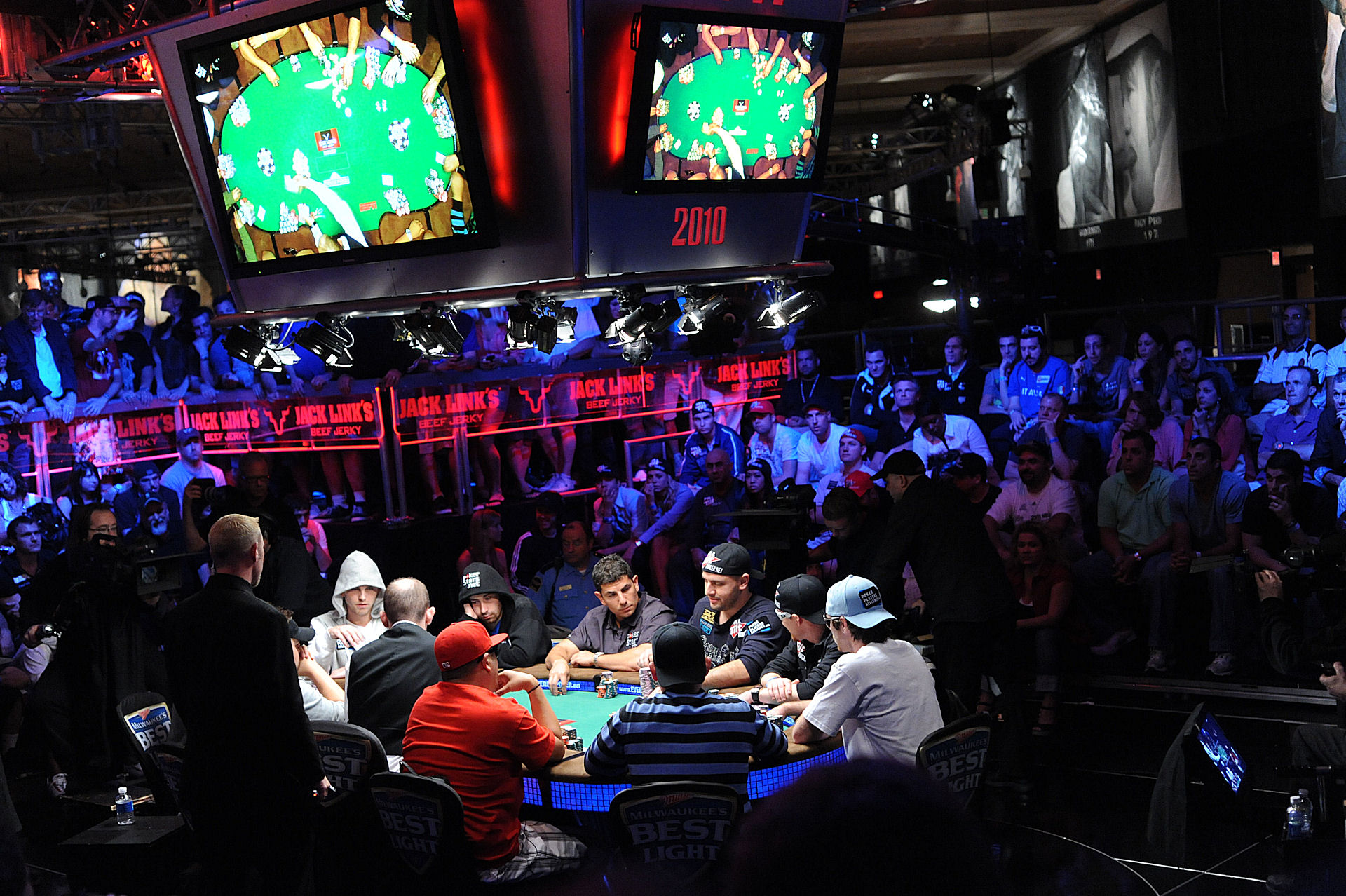 WSOP 2016, Kenny Hallaert chip leader nell'Event #68 Day 3