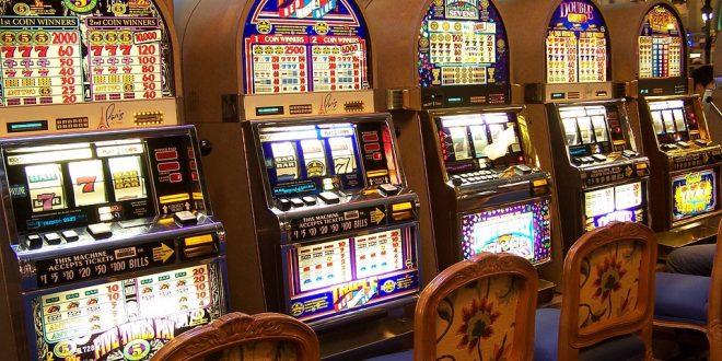 Slot machine bar e tabaccherie addio Stretta governo su gioco d'azzardo