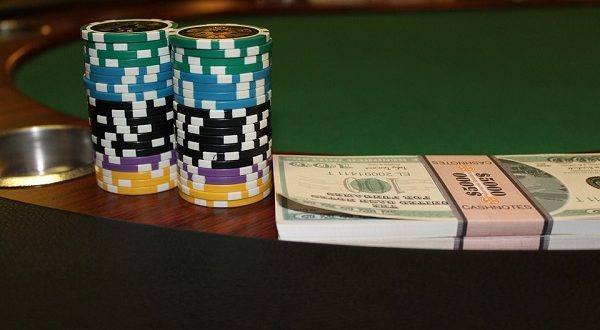 Poker Texas Holdem, un supercomputer sfida quattro giocatori professionisti